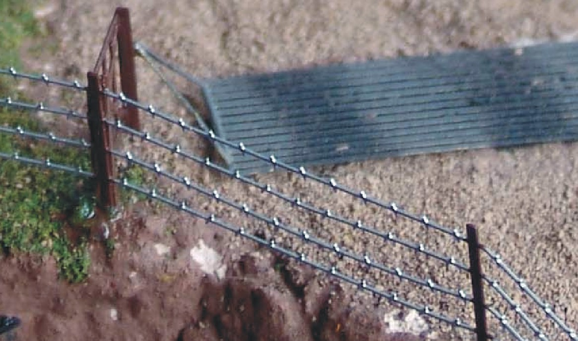 HO-scale barbed wire fence